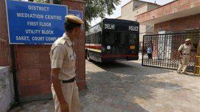 India: Posponen sentencia a acusados de violación