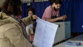 Derrota electoral sacude a coalición de Bachelet y allana camino a reeleción de Piñera