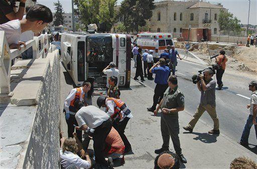 Cuatro muertos y 45 heridos en ataque con excavadora