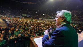 Precandidato presidencial argentino visita a Lula en prisión