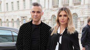 Robbie Williams y Ayda Field habrían practicado sexo en el backstage de Factor X