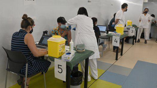 Según datos del Centro de Documentación Europea de Almería (sur español), el 78,1 % de los mayores de 18 años están vacunados completamente en España de la covid-19.