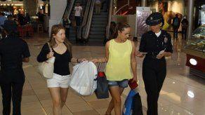 PN refuerza medidas de seguridad en los centros comerciales por Black Friday