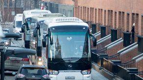 Buses dejan embajada de EEUU en Moscú por plazo de expulsión