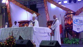 Monseñor Ulloa bendice a los artesanos panameños en último día de feria