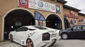 Aficionado de autos en Kosovo se construye Lamborghini