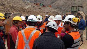 Intentan rescatar a mineros bolivianos atrapados en Chile