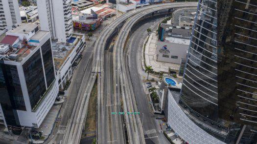 El Gobierno panameño decretó toque de queda para frenar la propagación del covid-19 en el país.