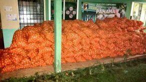 Decomisan 325 sacos de cebollas y 110 cajas de tomates en Chiriquí