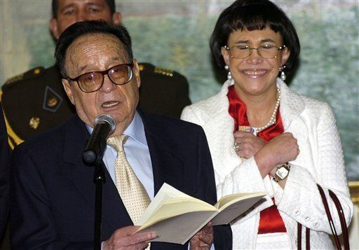 Chespirito recibe homenaje de Congreso peruano