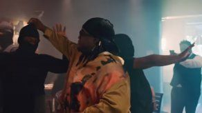 Sech sorprende con un emotivo mensaje en el video de la versión acústica de 42