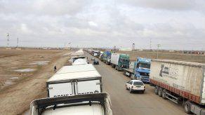Explota camión cisterna en frontera Irán-Afganistán: