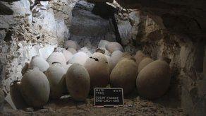 Misión española halla en Luxor un depósito con materiales de momificación
