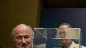 Blatter confirma que se presentará a un quinto mandato