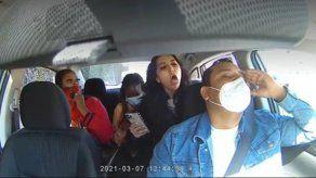 Arrestan a mujer que ataca a conductor de Uber en EEUU