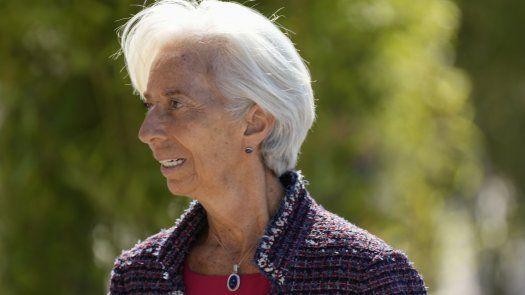 """Christine Lagarde, presidenta del Banco Central Europeo, advirtió que la variante delta del coronavirus, que es más contagiosa, """"sigue proyectando una sombra""""."""