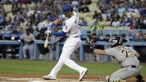 Dodgers fijan marca: jonronean en 33er juego seguido en casa