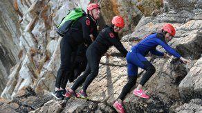 El coasteering se impone como última moda en los acantilados franceses
