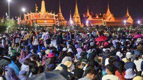 Decenas de miles de manifestantes en las calles de Bangkok contra el gobierno