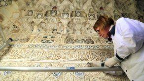 Dibujos nazaríes con símbolos vetados por el islam en la Alhambra de Granada