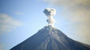 Declaran inhabitables tres comunidades por amenaza de volcán en Guatemala