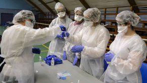 La COVID se aprovecha de la lenta vacunación y entra en su cuarta ola global