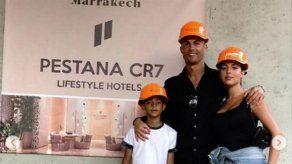 Los cascos naranjas de Cristiano y Georgina causan sensación en las redes sociales