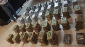 Autoridades decomisan droga y dinero en residencia de Costa Sur