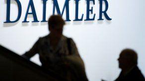 Daimler suspende a directivo por ensayos con monos