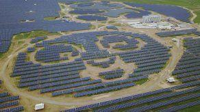 China y el PNUD inauguran una planta de energía solar con forma de oso panda
