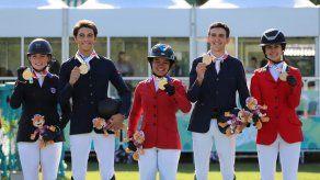 Marissa Thompson con una medalla histórica para Panamá