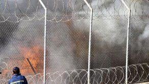 Un incendio destruye parte de un campo de refugiados griego