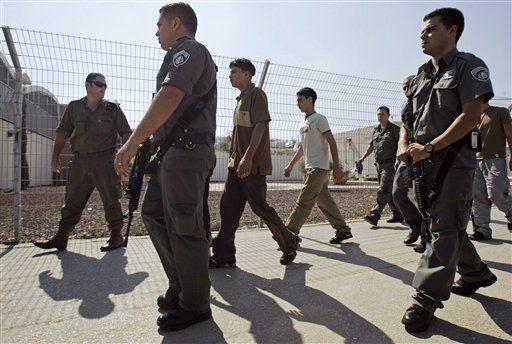 Israel libera a 5 prisioneros, completa canje con Jezbolá