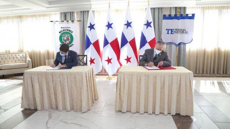 Amplían los servicios de cedulación para panameños residentes en el extranjero