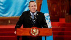 Guatemala pretende comprar sin intermediarios vacunas contra covid-19