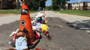 Decenas de peluches recuerdan a Michael Brown en el lugar de su muerte
