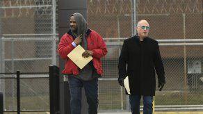 R. Kelly sale de la cárcel