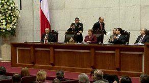 Aprobación a Bachelet cae 7 puntos