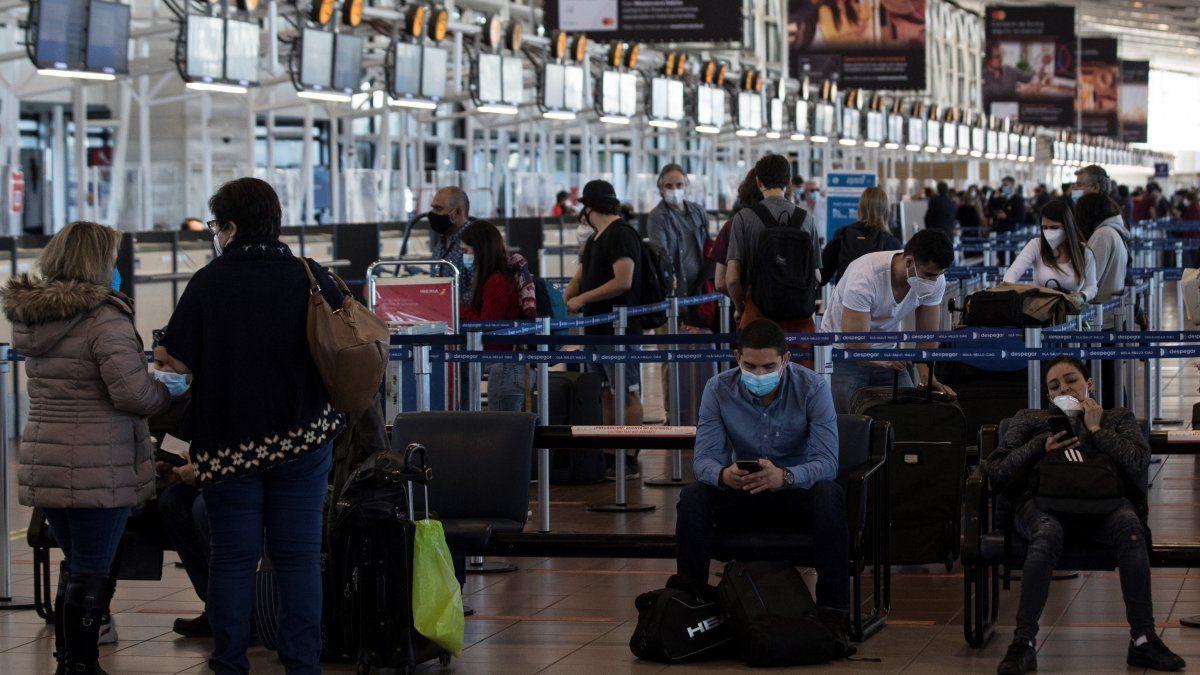 El anuncio de la llegada de la variante delta a Chile se produjo durante el primer día de discusión en el Parlamento de la extensión el estado de excepción por catástrofe, pedido por el Gobierno y que permite decretar cuarentenas, toques de queda y cierres de fronteras.