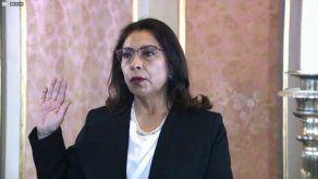 Nuevo presidente de Perú designa gabinete encabezado por abogada feminista