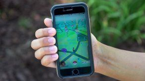 Hombre queda atrapado en lodo al jugar Pokémon Go de noche