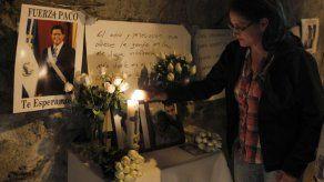 Familiares y amigos en velatorio del ex presidente Flores