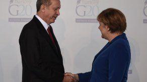 Erdogan acusa a Merkel de apoyar a terroristas