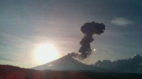 Exhalación de volcán Popocatépetl lanza ceniza a 3