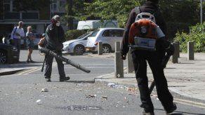 Ataques a policía de Londres por 2da noche tras fiesta