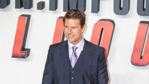Tom Cruise acude por sorpresa a un centro de vacunación de Londres