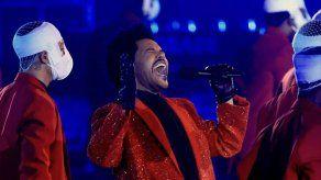 La chaqueta roja que lució The Weeknd en la Super Bowl implicó 250 horas de trabajo