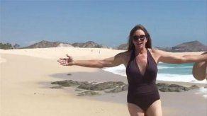 Caitlyn Jenner se muestra libre y al natural en la playa