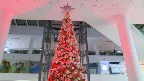 Encienden árbol de Navidad en centro comercial Atrio Mall