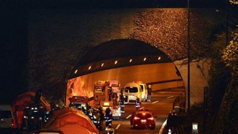 Japón: Cae techo de túnel en autopista; 9 muertos